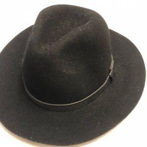 Mid brim black hat